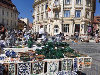 Târgoveţi şi muşterii poposesc la Târgul Olarilor din Sibiu
