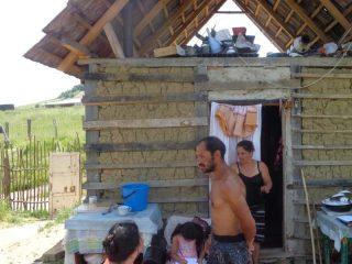 Prevenirea abandonului școlar. Consiliul Județean Sibiu implicat în incluziunea economico-socială a romilor din comuna Târnava