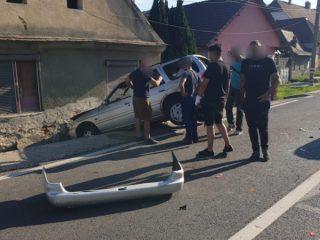 FOTO: Cascadorie pe șosea. Un șofer de 19 ani a băgat în spital un om