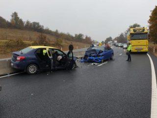 UPDATE, FOTO: Coliziune TERIBILĂ la ieșire din Tălmaciu. Cinci oameni sunt răniți