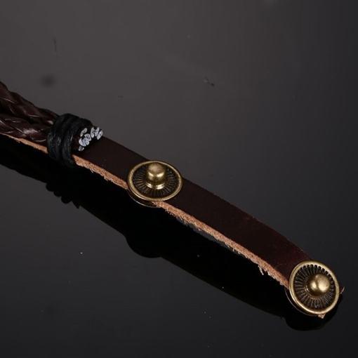 bracelet poisson cordre tressee seul sur fond noir