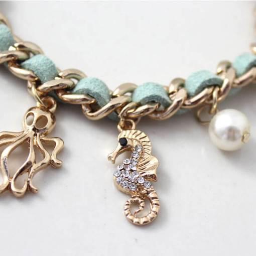 Bracelet série de coquillages et mer focus sur hyppocampe