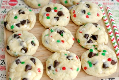 peppermint-and-chocolate-chip-santa-cookies-recipe-4