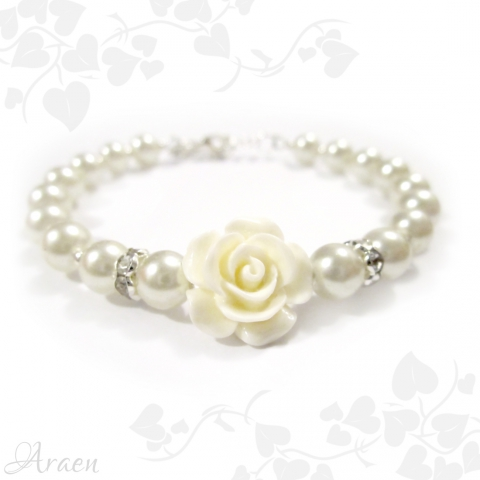 Romantikus fehér teklagyöngy és rózsa karkötő fülbevalóval romantic bridesmaid bracelet with earrings