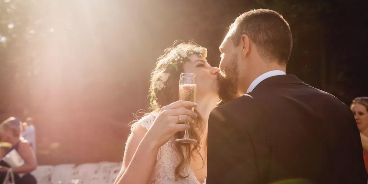 baiser des mariés ouverture vin d'honneur