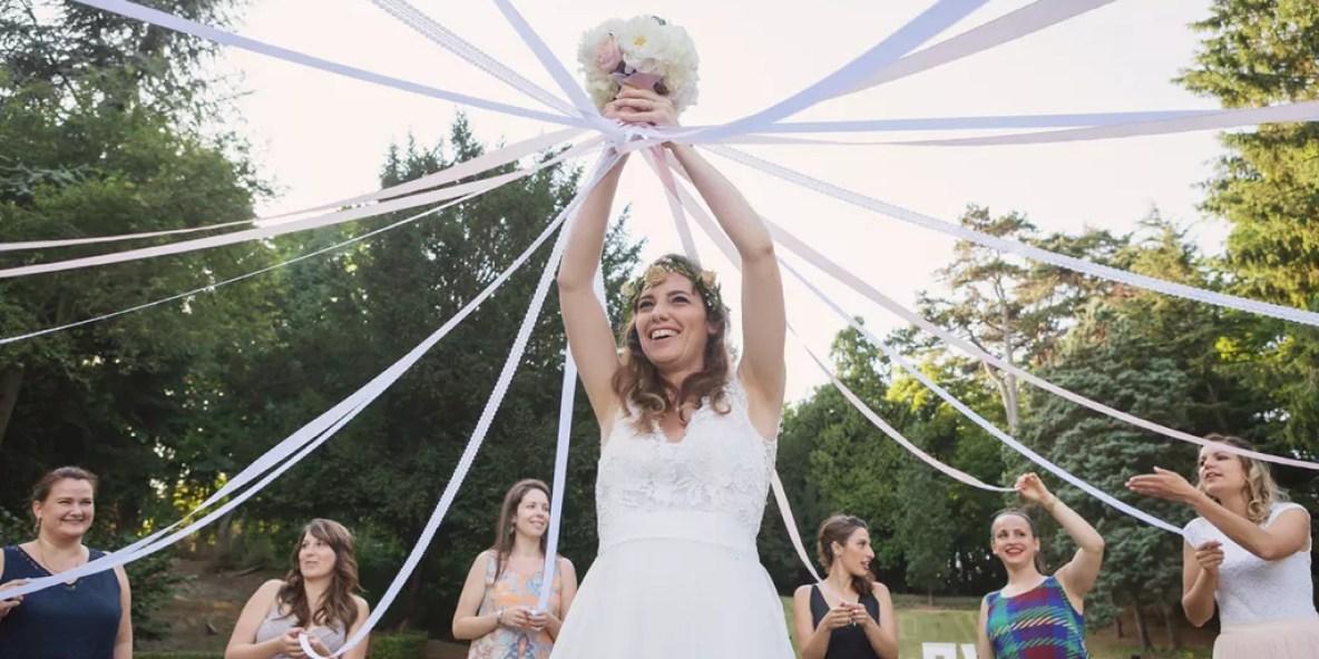 jeu du bouquet de la mariée avec les rubans