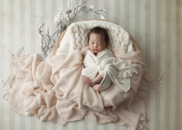 photographe nouveau-né paris décor couleur douces
