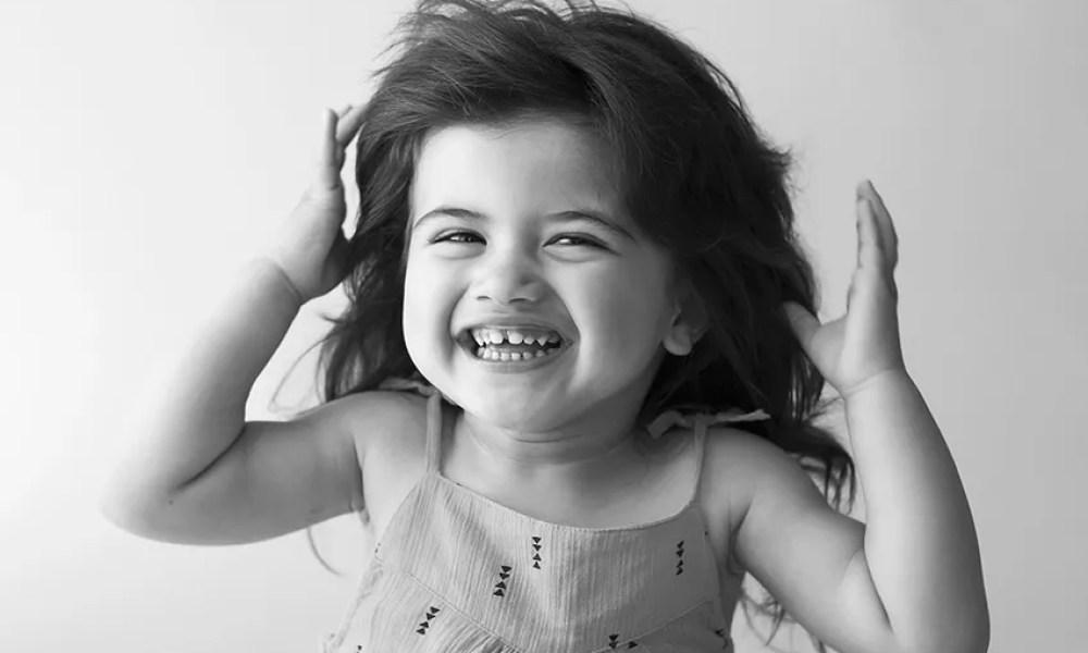 portrait enfant anniversaire deux ans enfant eclat de rire
