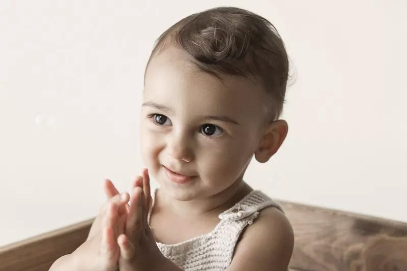 séance photo bébé en studio tons beiges