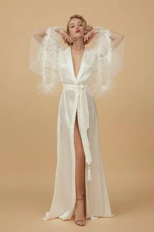 apilat-lingerie déshabiller vintage en satin blanc et plume