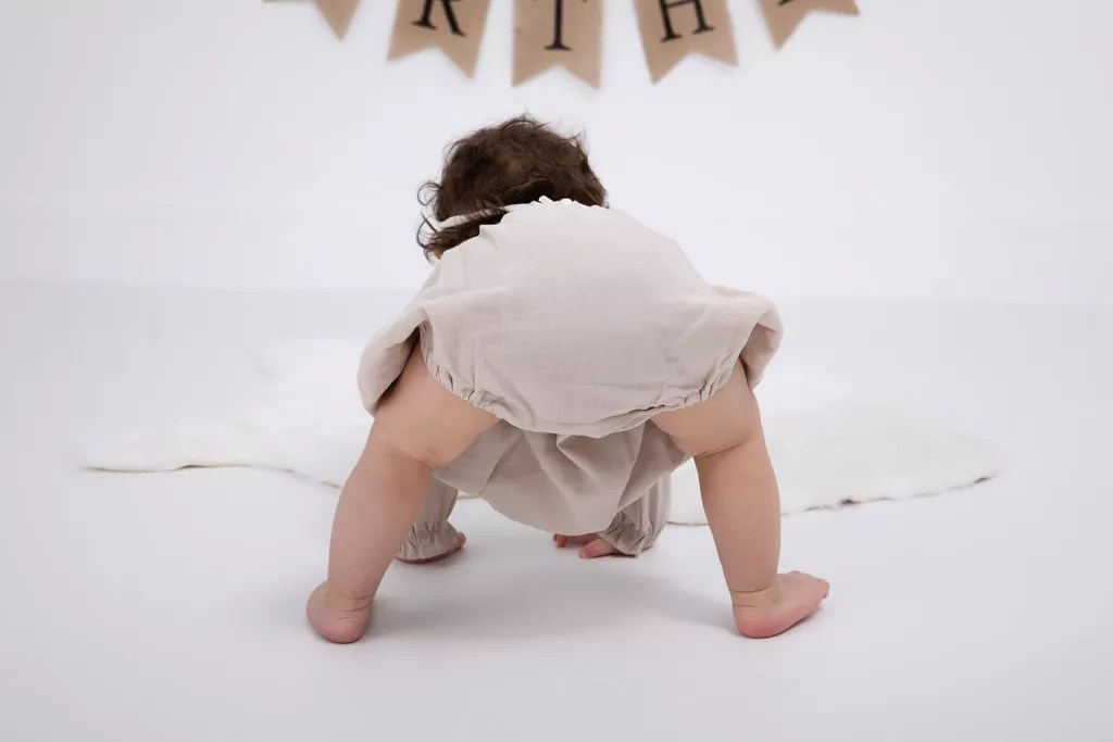 bébé danse en culotte