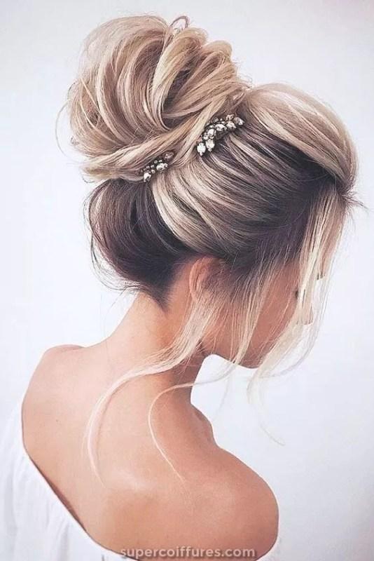 chignon buns cheveux long blond