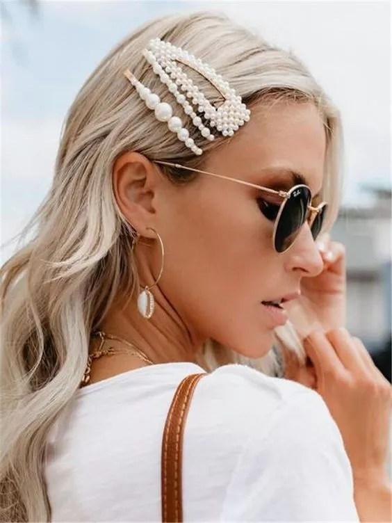 coiffure grossesse barrettes sur cheveux blond long