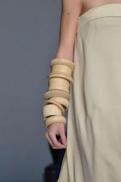 bracelets en bois brut