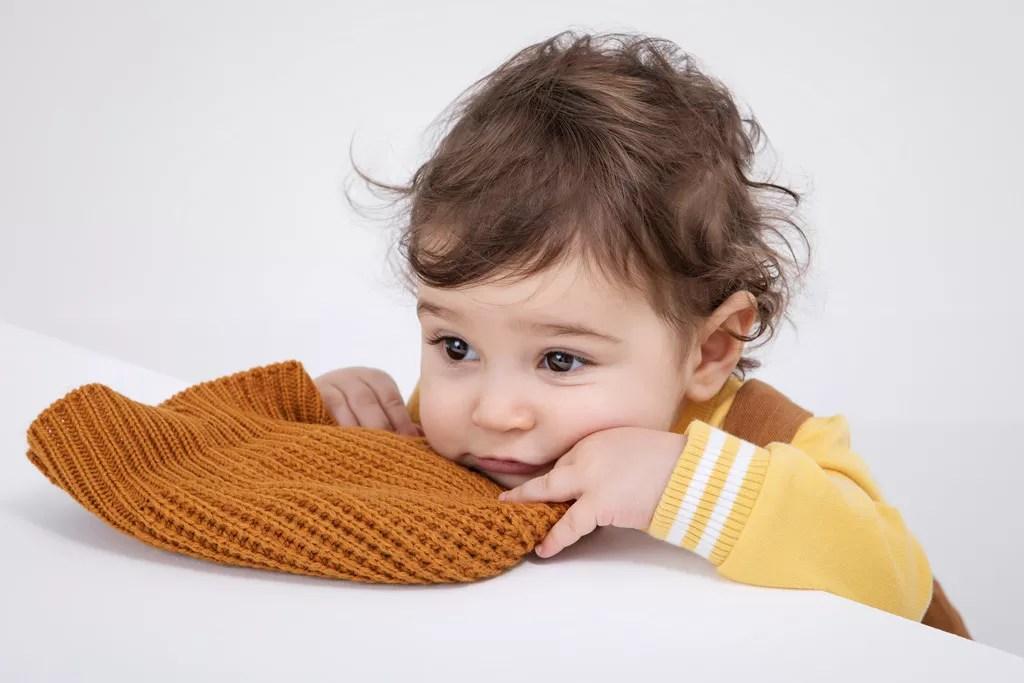 bébé pensif