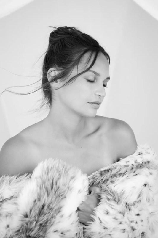portrait femme avec manteau de fourrure photographe paris