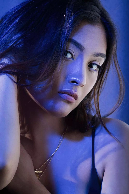 portrait femme asiatique avec gélatine de couleurs studio photo paris