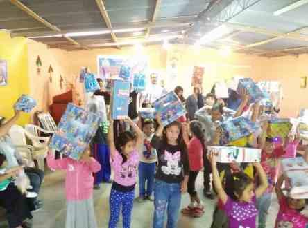2015 Lomas De Carabayllo-Lima-Peru - christmasblessingproject.com