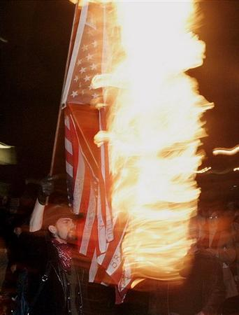 FLAG_BURNING.sff_NY121_20050622171629
