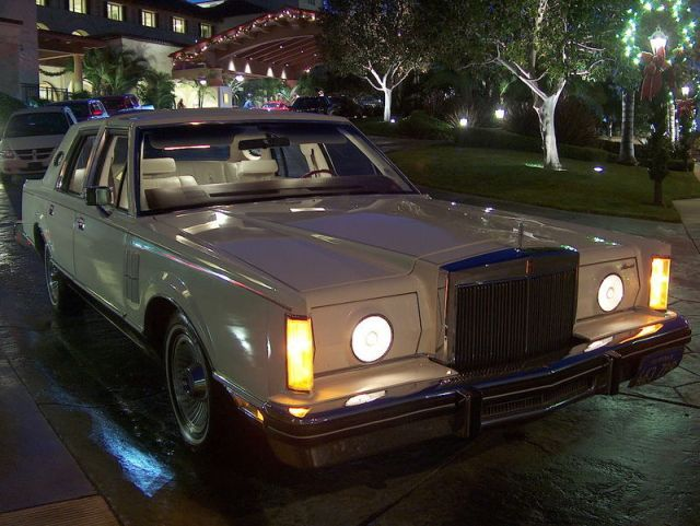 Lincoln Continental Mark VI