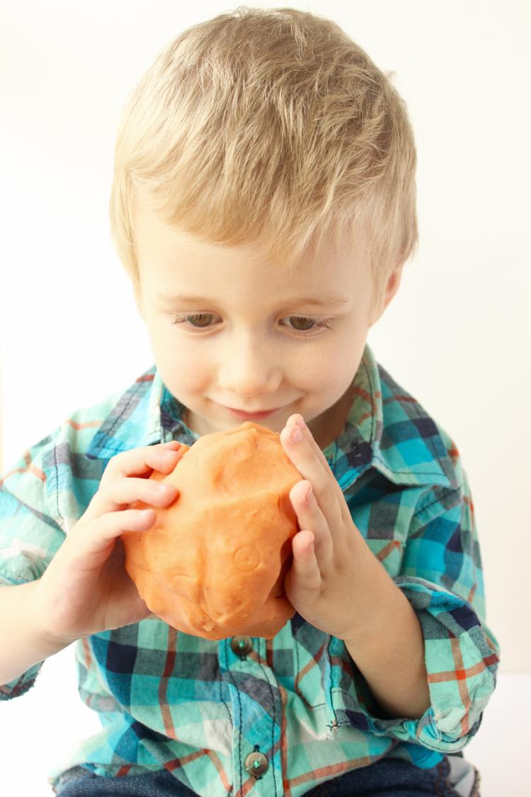 Pumpkin Spice Playdough-Love this Recipe