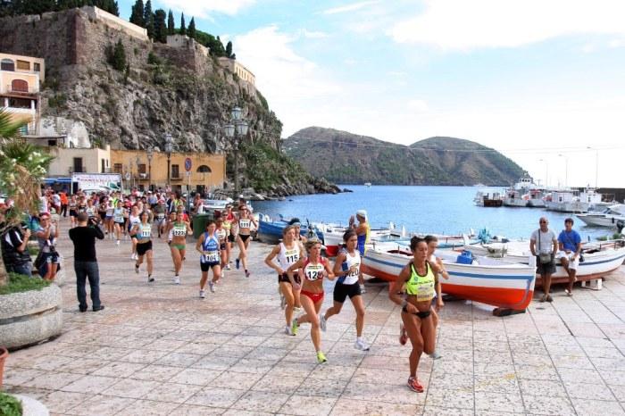 """Il """"Giro Podistico a Tappe delle Isole Eolie 2011"""" piace molto alle donne"""