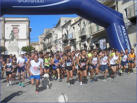 Nino Nicosia detta legge a Chiaramonte Gulfi