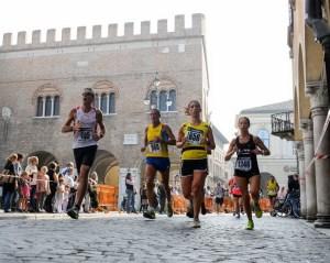 La Mezza di Treviso_passaggio in Piazza dei Signori_b