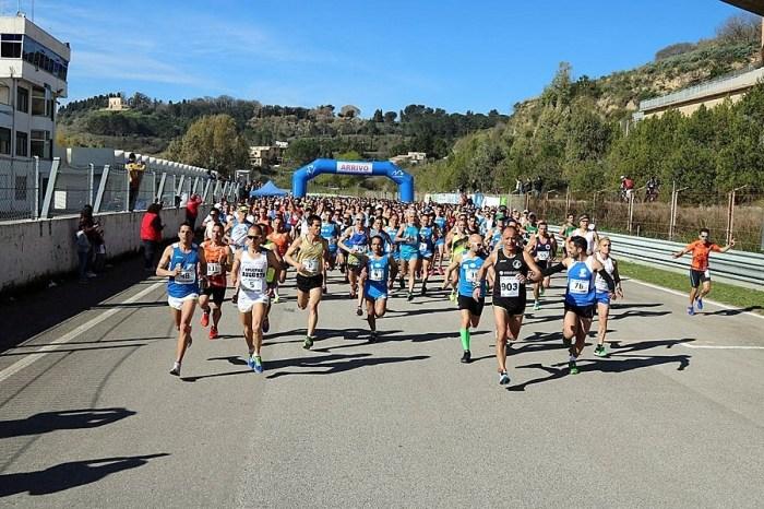 Domenica la Mezza Maratona Città di Enna