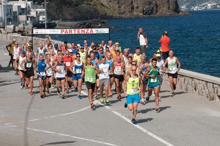"""La calda estate del """"19° Giro Podistico a Tappe delle Isole Eolie"""""""