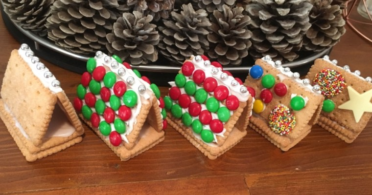 quick and easy Christmas biscuit houses