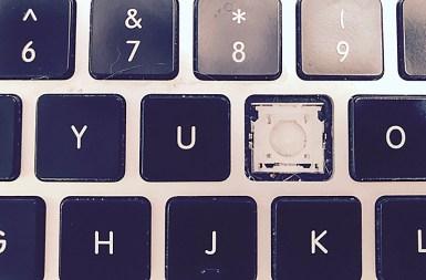 messy-minimalist-missing-i-key