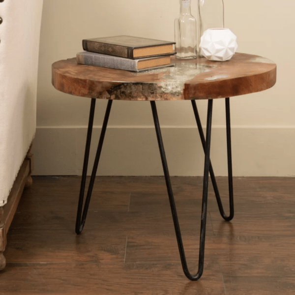 messy-minimalist-shop-accent-table