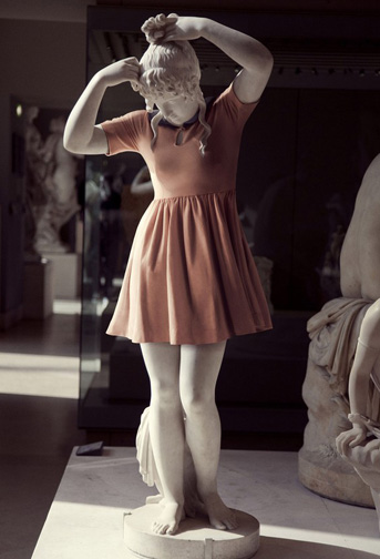 statue_hipsters1