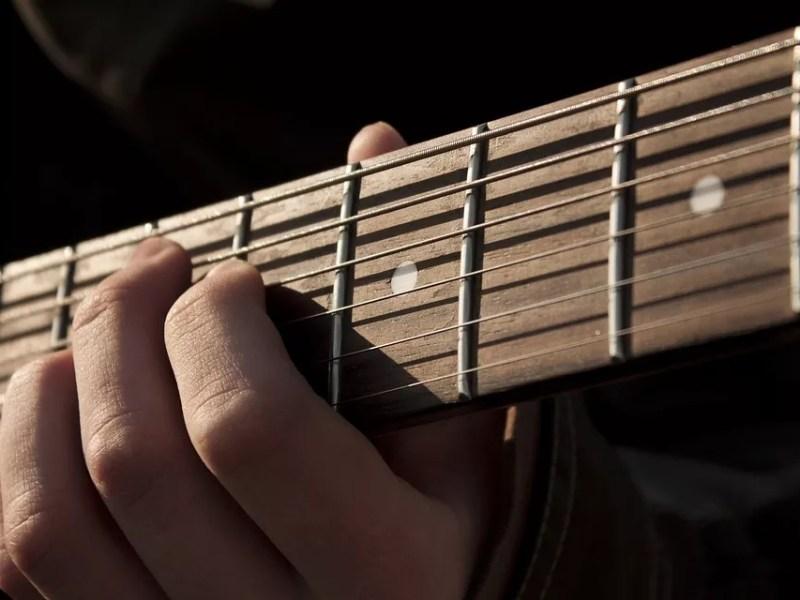 Les triades à la guitare