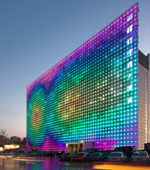 China's Huge Solar-Powered LED Wall