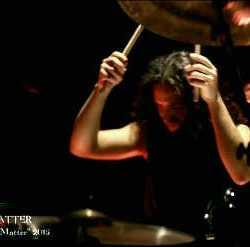 "Extinction videoclip de ""The Dark Matter"""
