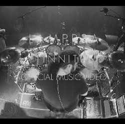 "Lampr3a videoclip de ""Tinnitus"""
