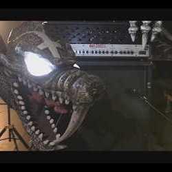 "Rat-Zinger videoclip en directo de ""Larga Vida al Infierno"""