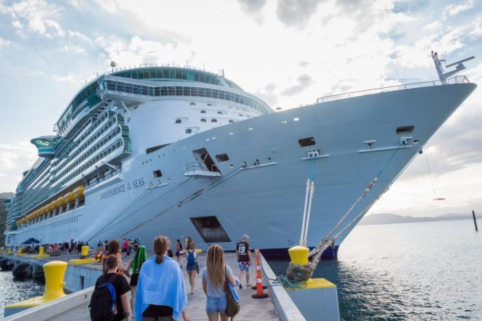 70000 Tons of Metal 2019 cruise liner Independence of the Seas