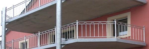 Balkone angebaut