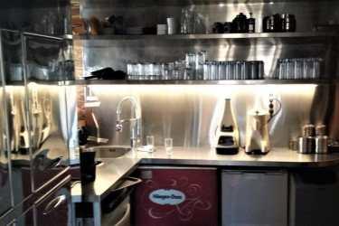 Ανοξείδωτη κουζίνα καφετέριας, παγκάκια SESSIONS CAFE 1