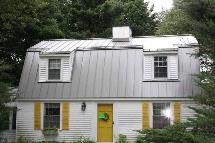Standing Seam Metal Roof On A Salt Box