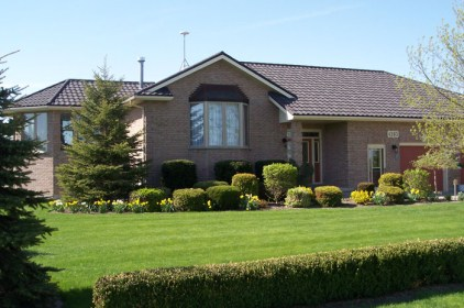This sweet home in Ontario is topped with a steel tile from Metal Roof Outlet.