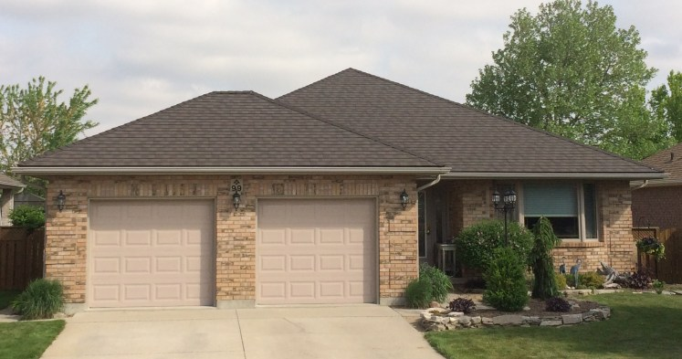 This Ontario home features a Steel Granite Ridge Shingle in the grey-brown colour Ember.