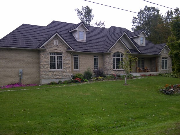 A Steel Shake roof installed on a Kingston cottage