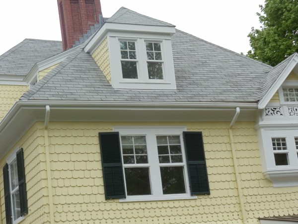 An asphalt shingle roof on a four a house