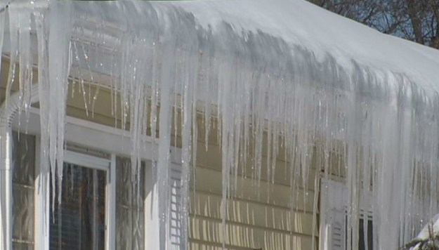 ice-dams-on-the-roof