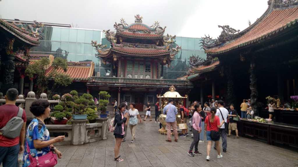 מקדש לונג צ'אן בטיאיפיי טייוואן