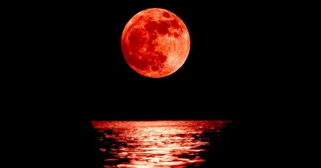 Risultati immagini per immagini della luna rossa